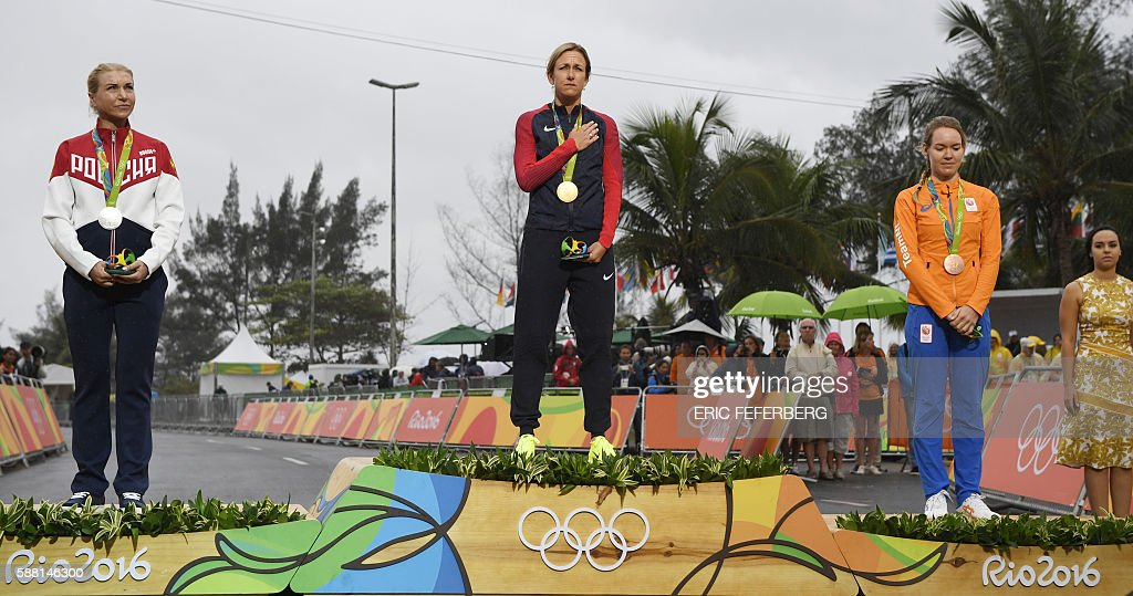 Silver medallist Russia's Olga Zabelinskaya, Gold medallist USA's Kristin Armstrong and Bronze medallist Netherlands Anna Van Der Breggen pose on the podium after the Women's Individual Time Trial event at the Rio 2016 Olympic Games in Rio de Janeiro on August 10, 2016. / AFP / Eric FEFERBERG