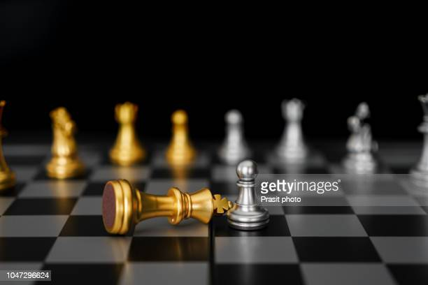silver pawn conquer gold king in game of chess - special:random stock pictures, royalty-free photos & images