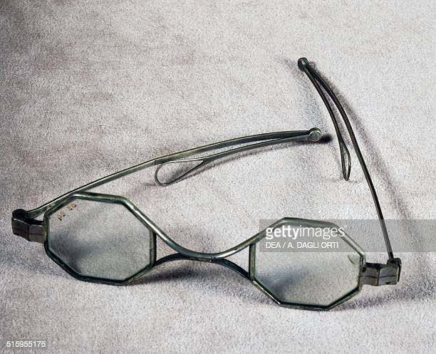 Silver spectacles with octagonal lenses and pivoting extendable arms Italy 19th century Agordo Collezioni Ottiche E Occhiali RathschulerLuxottica