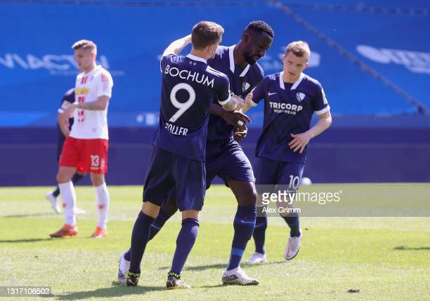 Silvere Ganvoula of VfL Bochum 1848 celebrates after scoring their team's fifth goal from the penalty spot during the Second Bundesliga match between...