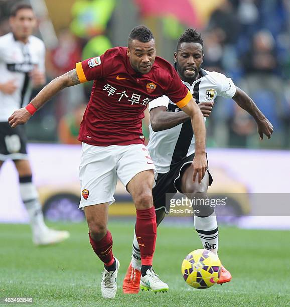 Silvestre Varela of Parma FC competes for the ball with Ashley Cole of AS Roma during the Serie A match between AS Roma and Parma FC at Stadio...