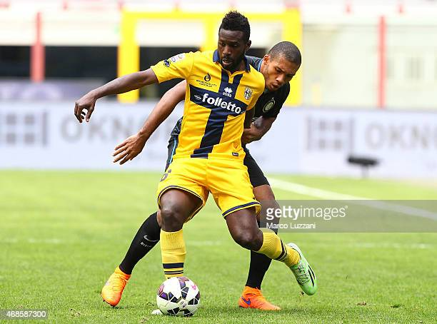 Silvestre Varela of Parma FC competes for the ball with Juan Guilherme Nunes Jesus of FC Internazionale Milano during the Serie A match between FC...