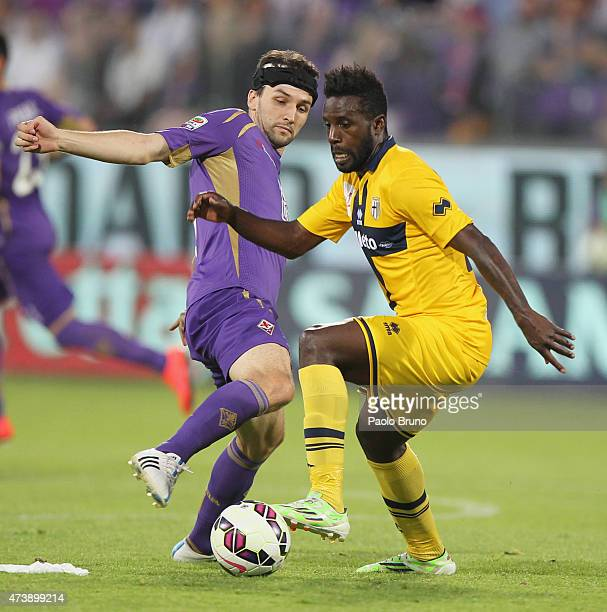 Silvestre Varela of Parma FC competes for the ball with Milan Badelj of ACF Fiorentina during the Serie A match between ACF Fiorentina and Parma FC...