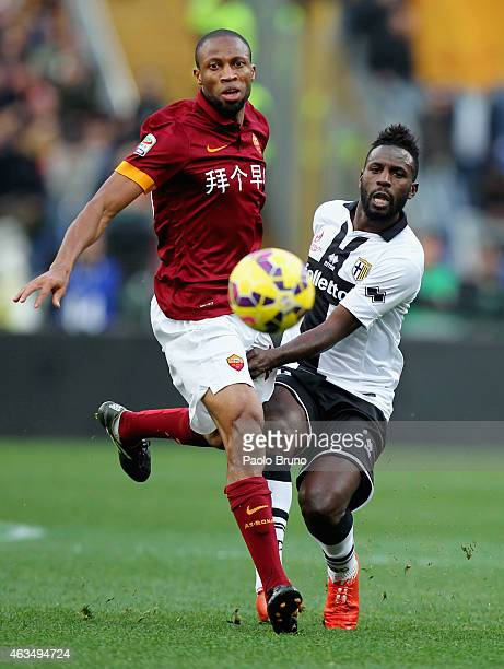 Silvestre Varela of Parma FC competes for the ball with Seydou Keita of AS Roma during the Serie A match between AS Roma and Parma FC at Stadio...
