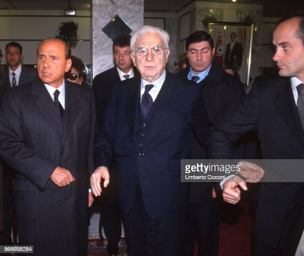 Silvio Berlusconi and Francesco Cossiga at the funeral chamber of the military hospital in Tunis when Bettino Craxi died in 2000