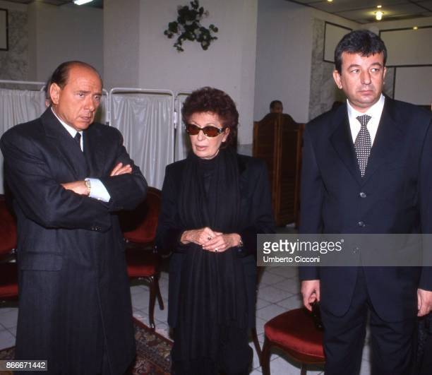 Silvio Berlusconi Tarak Ben Ammar and Bettino Craxi's wife Anna Maria Moncini at the funeral chamber of the military hospital in Tunis when Bettino...