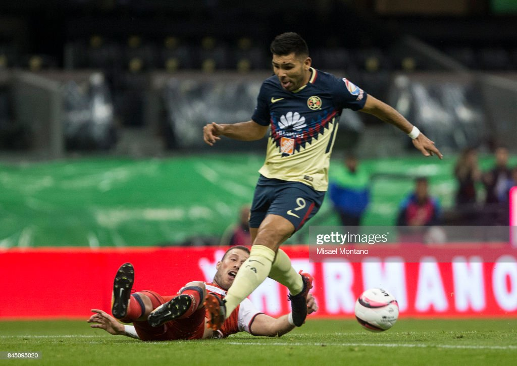 Silvio Romero of America fights for the ball with Jose Velazquez of Veracruz during the 8th round match between America and Veracruz as part of the Torneo Apertura 2017 Liga MX at Azteca Stadium on September 09, 2017 in Mexico City, Mexico.