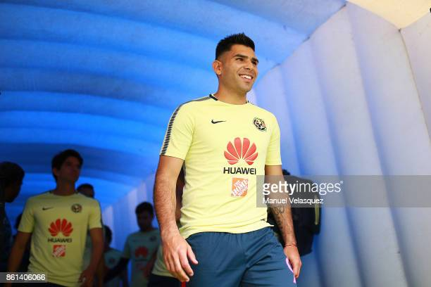 Silvio Romero of America gets in the field before the 13th round match between Cruz Azul and America as part of the Torneo Apertura 2017 Liga MX at...
