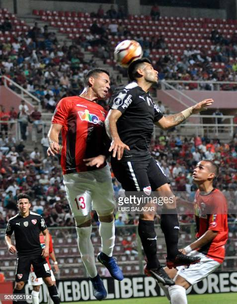 Silvio Romero of Argentina's Independiente vies for the ball with Henry Pernia of Venezuela's Deportivo Lara during their Copa Libertadores 2018...