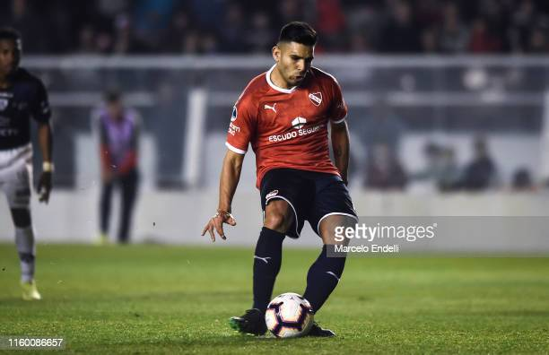 Silvio Romero of Independiente kicks a penalty to score the first goal of his team during a first leg quarter final match between Independiente and...