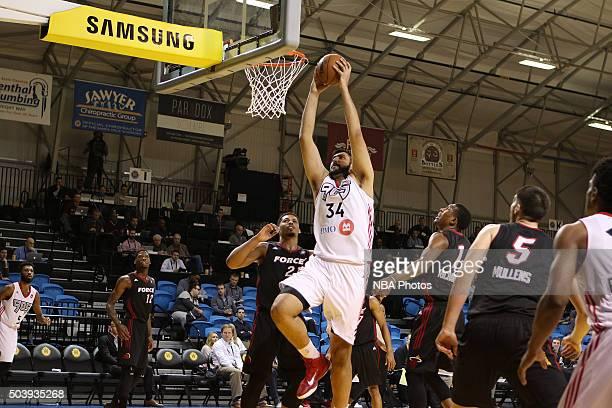 CRUZ CA JANUARY 7 Sim Bhullar of the Raptors dunks against the Sioux Falls Skyforce during an NBA DLeague game on JANUARY 7 2016 in SANTA CRUZ...