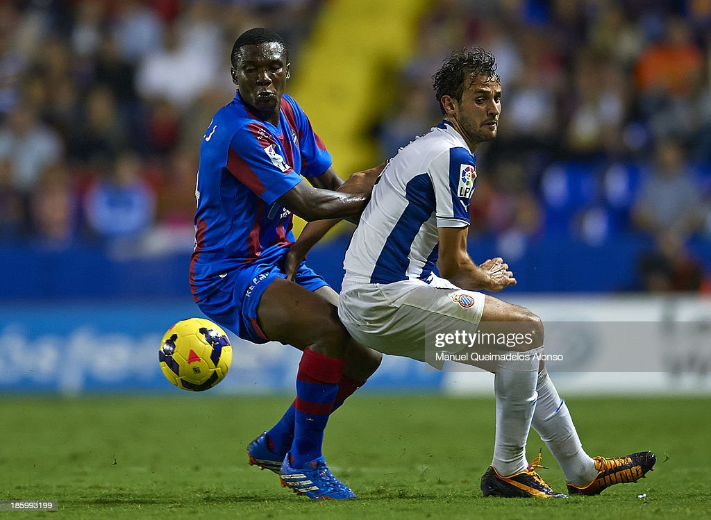 Simao Mate (L) of Levante competes for the ball with Stuani of Espanyol during the La Liga match between Levante UD and RCD Espanyol at Estadio Ciutat de Valencia on October 26, 2013 in Valencia, Spain.
