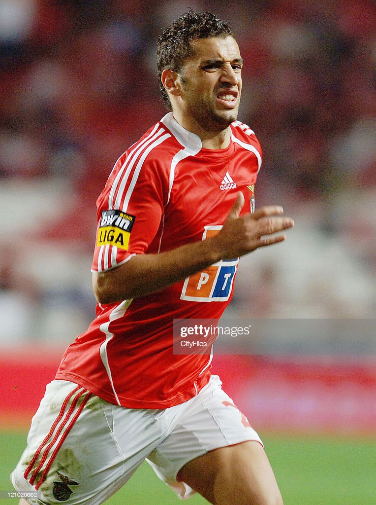 Simao Sabrosa of Benfica in action during the match between Maritimo and Benfica played at Estadio da Luz in Lisbon, Portugal on November 25, 2006.