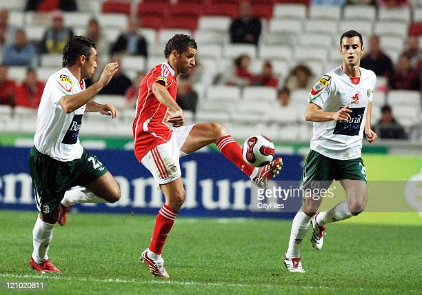 Simao Sabrosa of Benfica in action during the match between Maritimo and Benfica played at Estadio da Luz in Lisbon Portugal on November 25 2006