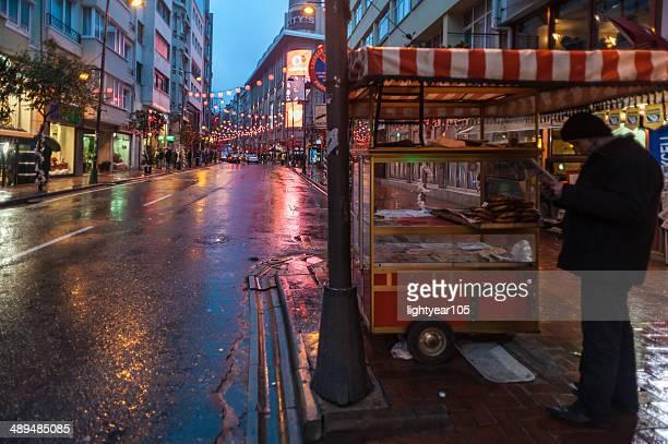 simit street 売り手イスタンブールで - シシュリ ストックフォトと画像