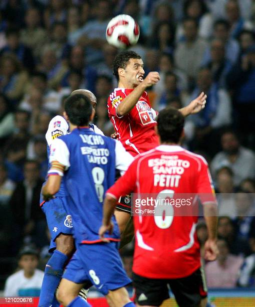 Simão during the Champions league match between FC Porto and SL Benfica at Dragao Stadium in Porto Portugal on October 28 2006