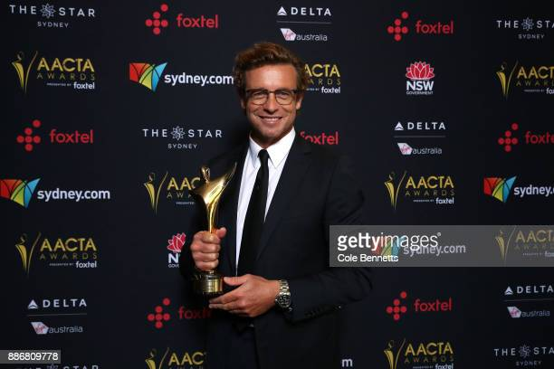 Simon Baker poses with the Trailblazer Award during the 7th AACTA Awards Presented by Foxtel | Ceremony at The Star on December 6 2017 in Sydney...