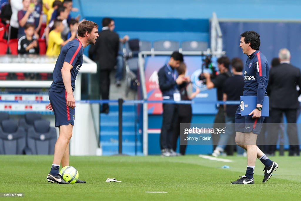 Simon Colinet and Unai Emery head coach of PSG during the training session of Paris Saint Germain at Parc des Princes on May 16, 2018 in Paris, France.