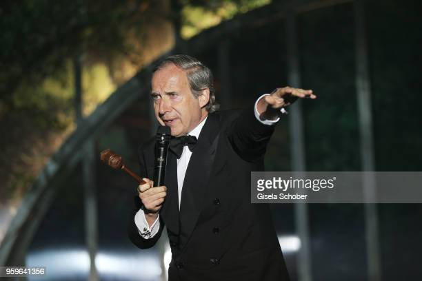 Simon de Pury on stage at the amfAR Gala Cannes 2018 dinner at Hotel du CapEdenRoc on May 17 2018 in Cap d'Antibes France