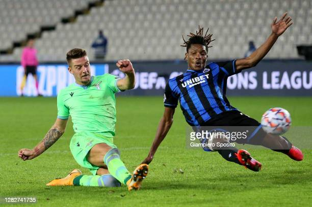 Simon DeliHans Vanaken of Club Brugge KV competes for the ball with Sergej Milinkovic Savic of SS Lazio during the UEFA Champions League Group F...