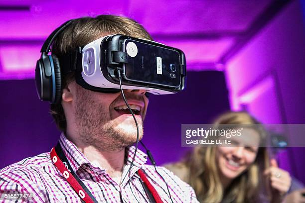 Simon Drake of Pocket Gamer tries out the new Minecraft for Gear VR at The Village event space in San Francisco California on March 15 2016 / AFP /...