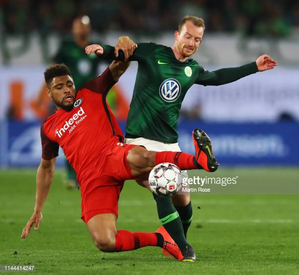 Simon Falette of Eintracht Frankfurt battles for the ball with Maximilian Arnold of VfL Wolfsburg during the Bundesliga match between VfL Wolfsburg...