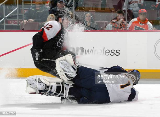 Simon Gagne of the Philadelphia Flyers collides with goaltender Johan Hedberg of the Atlanta Thrashers on January 28 2010 at the Wachovia Center in...