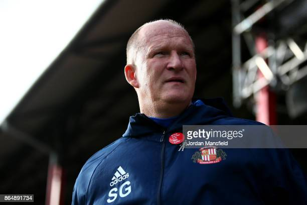 Simon Grayson manager of Sunderland looks on during the Sky Bet Championship match between Brentford and Sunderland at Griffin Park on October 21...