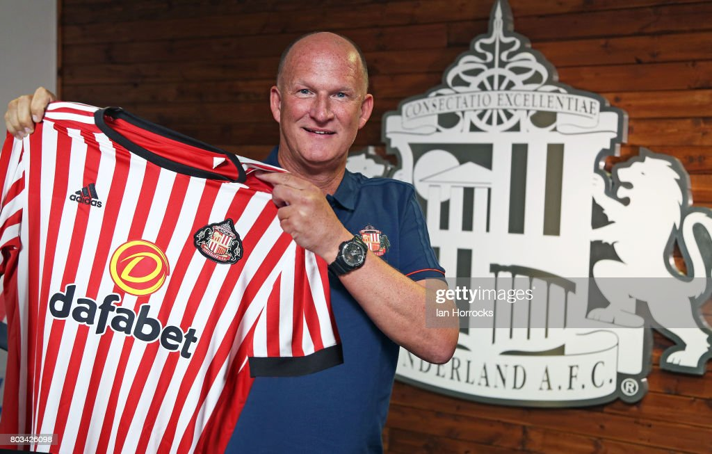 Sunderland Unveil New Manager Simon Grayson