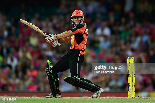 Simon Katich of the Scorchers batts during the Big Bash League match between the Sydney Sixers and the Perth Scorchers at SCG on January 10 2014 in...
