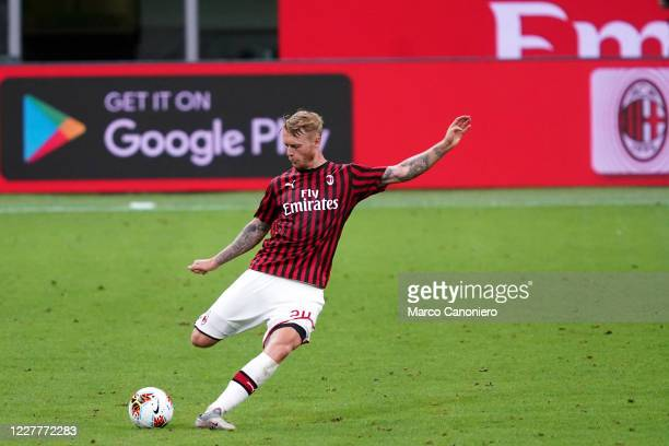 Simon Kjaer of Ac Milan in action during the Serie A match between Ac Milan and Atalanta Bergamasca Calcio. The match end in a tie 1-1.