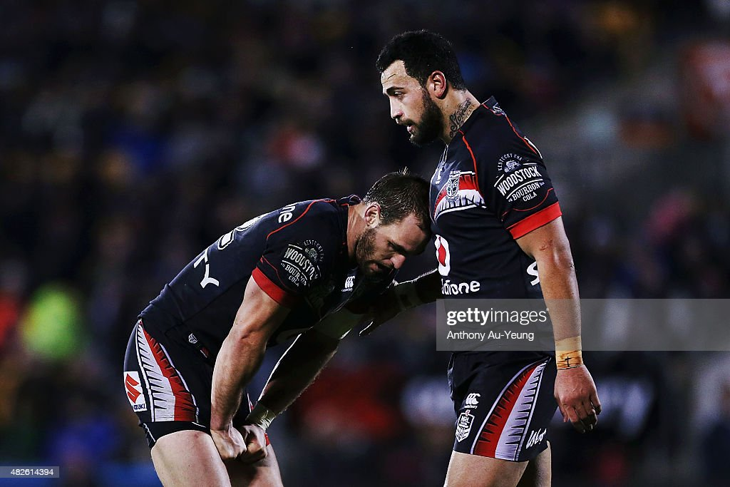 Simon Mannering and Ben Matulino of the Warriors look dejected during the round 21 NRL match between the New Zealand Warriors and the Cronulla Sharks at Mt Smart Stadium on August 1, 2015 in Auckland, New Zealand.