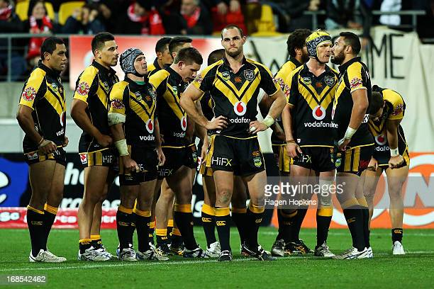 Simon Mannering of the Warriors shows his disappointment after the Bulldogs' winning try during the round nine NRL match between the New Zealand...