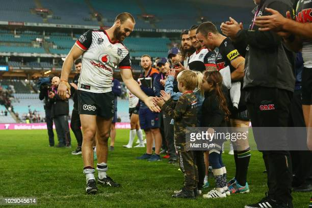 Simon Mannering of the Warriors thanks the crowd after playing in his last NRL game after the NRL Elimination Final match between the Penrith...