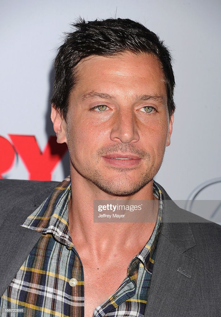 Simon Rex arrives at the 'Scary Movie V' - Los Angeles Premiere at ArcLight Cinemas Cinerama Dome on April 11, 2013 in Hollywood, California.