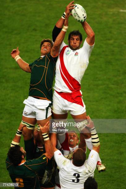 Simon Shaw of England beats Juan Smith of South Africa to the ball in a line out during the 2007 Rugby World Cup Final between England and South...