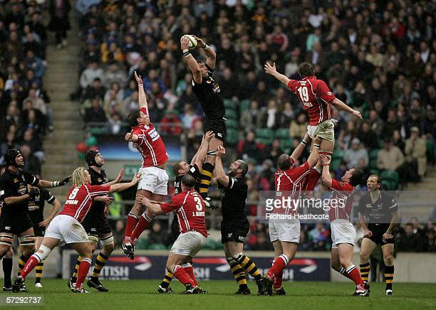 Simon Shaw of Wasps wins lineout ball during the Powergen Cup Final between London Wasps and Llanelli Scarlets at Twickenham on April 9 2005 in...