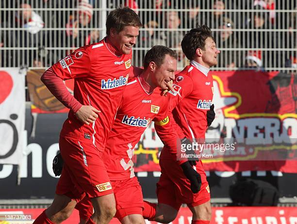 Simon Terodde of Berlin jubilates with team mates after scoring the third goal during the Second Bundesliga match between 1.FC Union Berlin and SG...