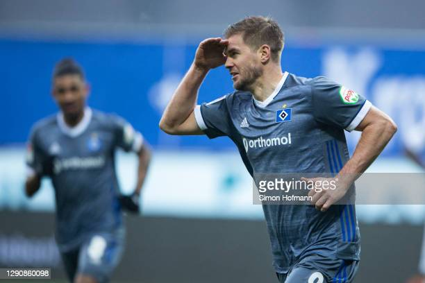 Simon Terodde of Hamburg celebrates his team's first goal during the Second Bundesliga match between SV Darmstadt 98 and Hamburger SV at...