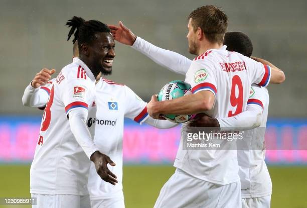 Simon Terodde of Hamburg celebrates with teammates after scoring his team's first goal during the Second Bundesliga match between FC Erzgebirge Aue...