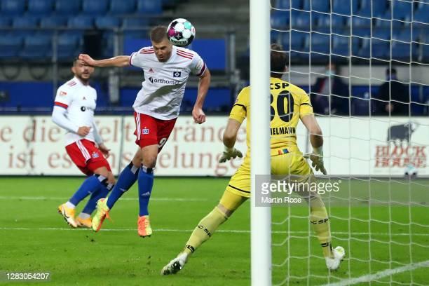 Simon Terodde of Hamburg scores his team's first goal during the Second Bundesliga match between Hamburger SV and FC St. Pauli at Volksparkstadion on...