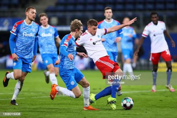 Simon Terodde of Hamburger SV scores their side's first goal during the Second Bundesliga match between Hamburger SV and Holstein Kiel at...