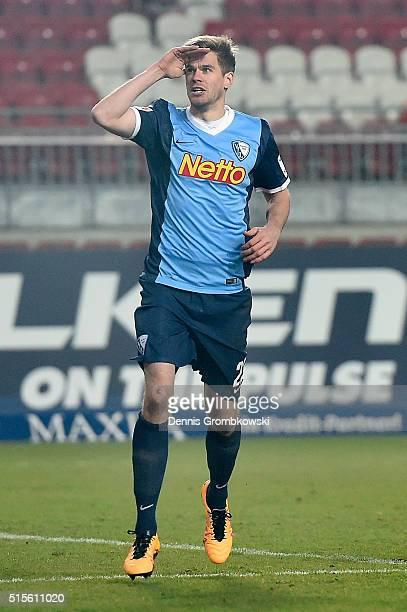 Simon Terodde of VfL Bochum celebrates as he scores the opening goal during the Second Bundesliga match between 1 FC Kaiserslautern and VfL Bochum at...