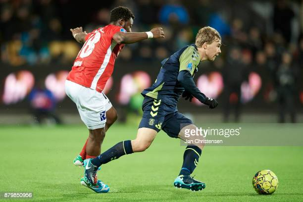 Simon Tibbling of Brondby IF controls the ball during the Danish Alka Superliga match between Silkeborg IF and Brondby IF at JYSK Park on November 26...