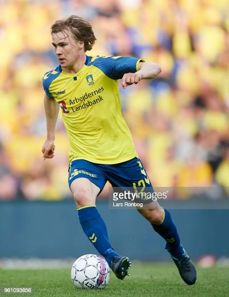 Simon Tibbling of Brondby IF controls the ball during the Danish Alka Superliga match between Brondby IF and AaB Aalborg at Brondby Stadion on May 21...