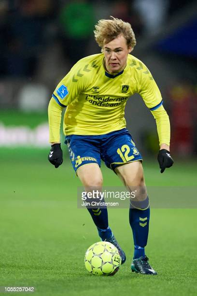 Simon Tibbling of Brondby IF controls the ball during the Danish Superliga match between FC Midtjylland and Brondby IF at MCH Arena on October 29...