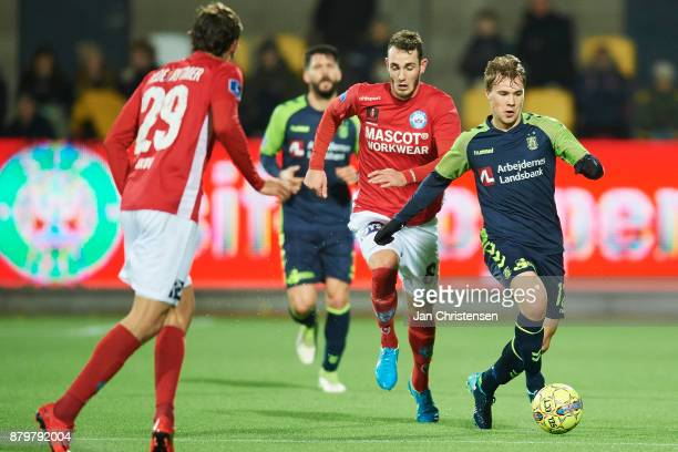Simon Tibbling of Brondby IF in action during the Danish Alka Superliga match between Silkeborg IF and Brondby IF at JYSK Park on November 26 2017 in...