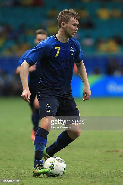 Simon Tibbling of Sweden in action during the Men's Football Group B match between Japan and Sweden at Arena Fonte Nova on August 10 2016 in Salvador...