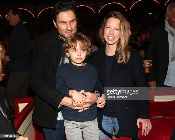 Simon Verhoeven and his son David Verhoeven and his partner Nina during the premiere of the Circus Roncalli '40 Jahre Reise zum Regenbogen' on...