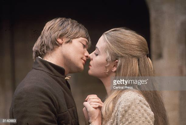 Simon Ward as Romeo and Sinead Cusack in Romeo and Juliet at the Shaw Theatre London